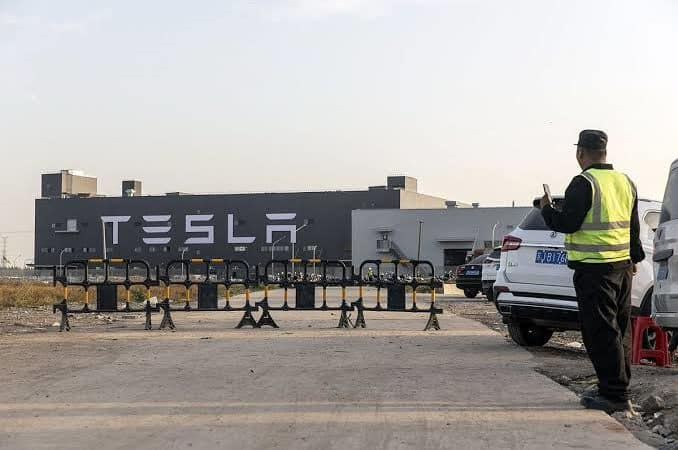 Tesla's Chinese factory just delivered its first cars 2