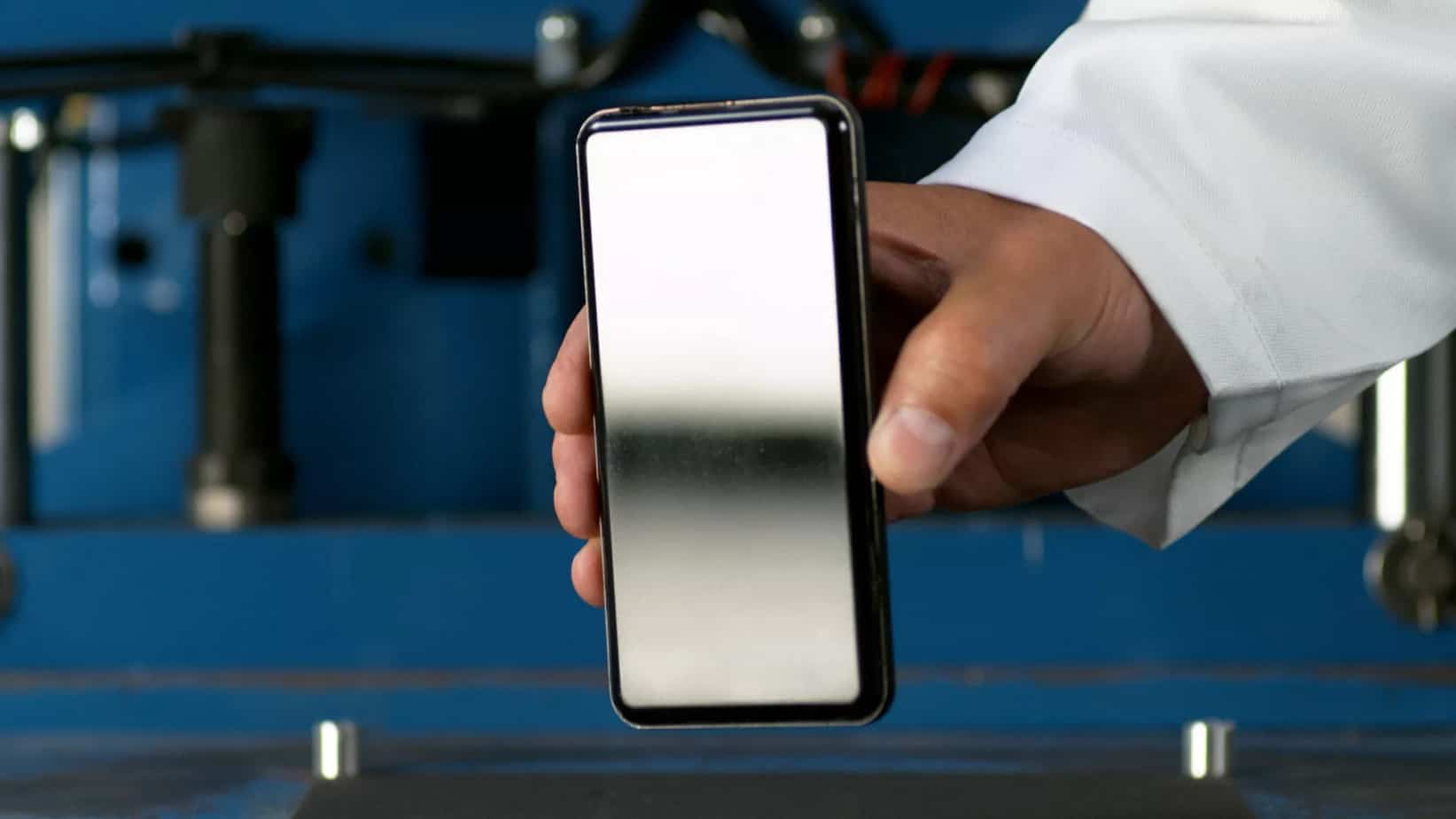 Corning's new Gorilla Glass protects smartphone camera lenses
