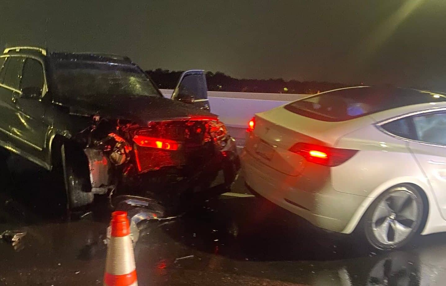 Tesla on Autopilot crashes into two parked cars